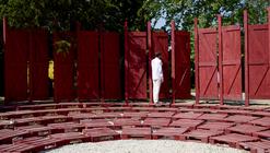 Antiroom: un anfiteatro modular en medio de la naturaleza