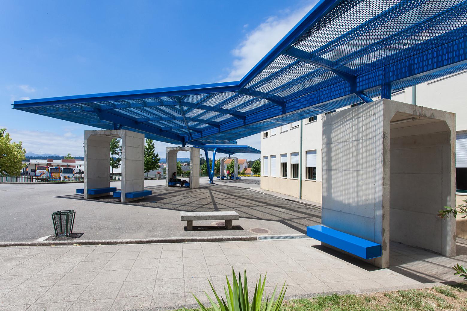 Galer a de pr au patio cubierto de escuela primaria for Techos de policarbonato para azoteas
