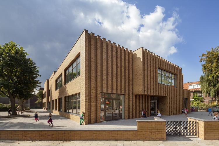Escola Montessoriana Waalsdorp  / De Zwarte Hond, © ScagliolaBrakkee