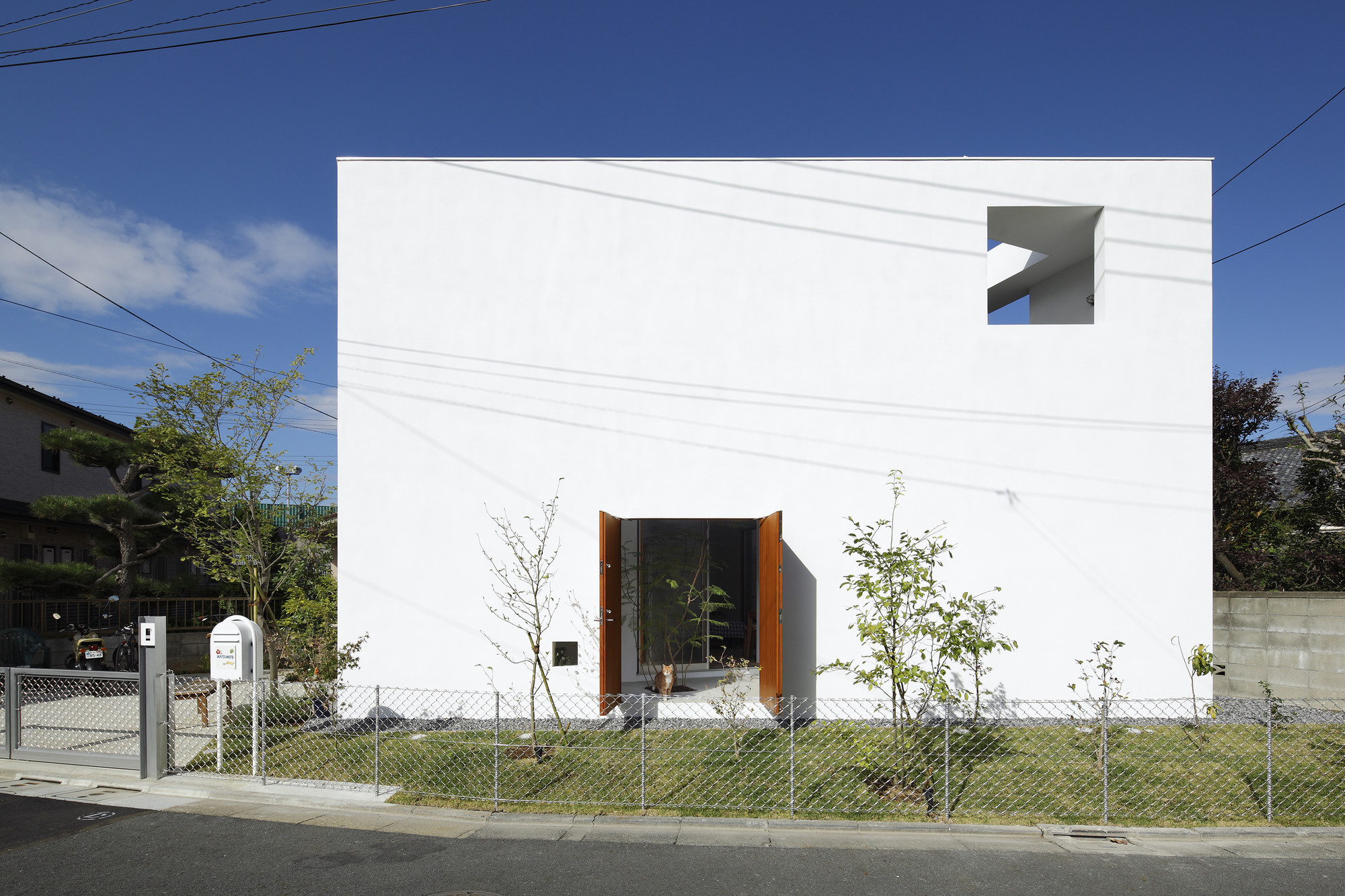 Inside out takeshi hosaka archdaily for House inside arch design