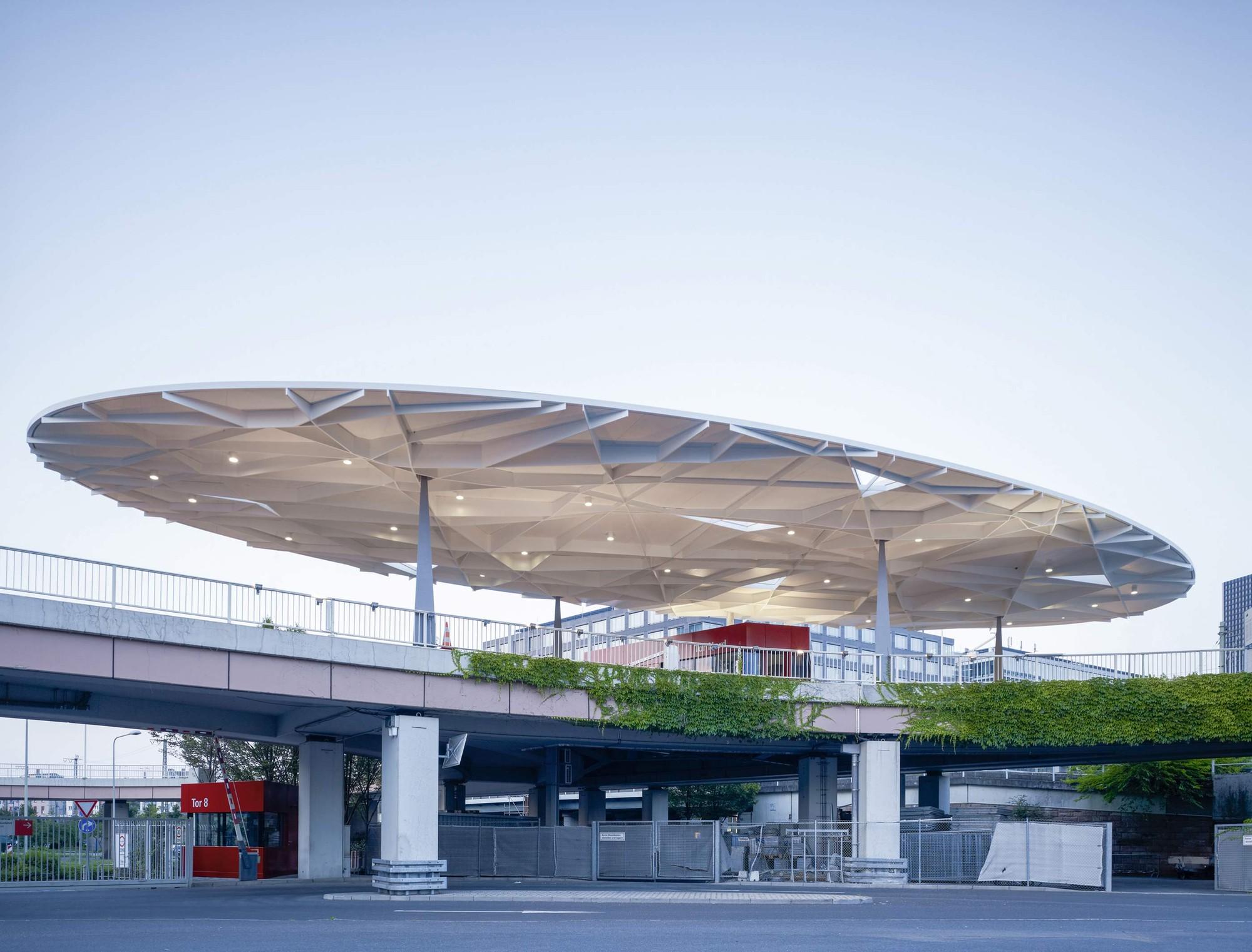 Messe Frankfurt – Tor Nord / Ingo Schrader Architekt, © Christian Richters