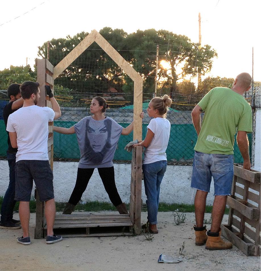 """Oficina """"InSitu"""" promove a criação de hortas e jardins comunitários em Almada, Portugal, © Fabio Petronilli e Mezzo Atelier"""