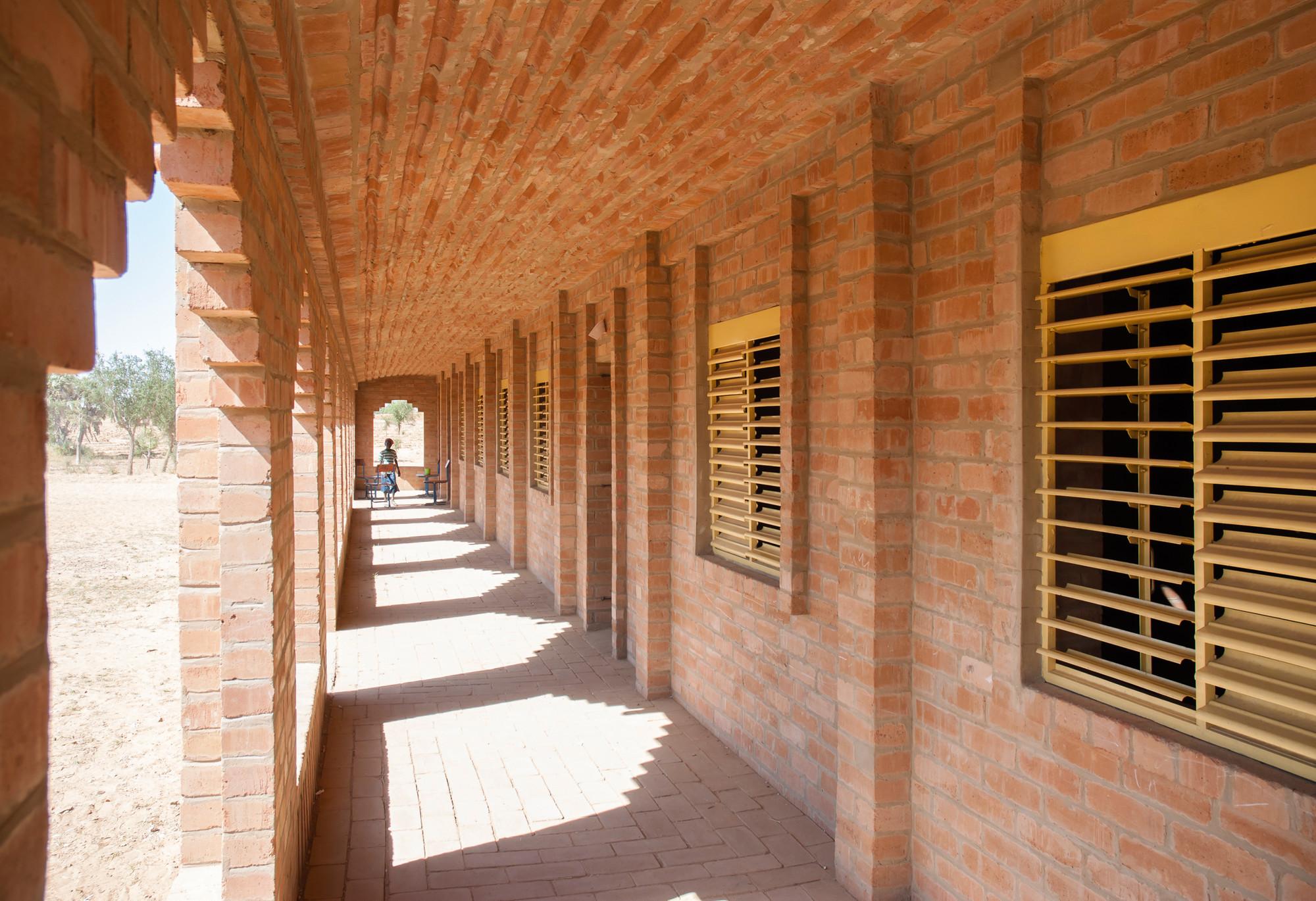 Primary School Tanouan Ibi / LEVS architecten