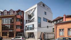 O House  / SYAA