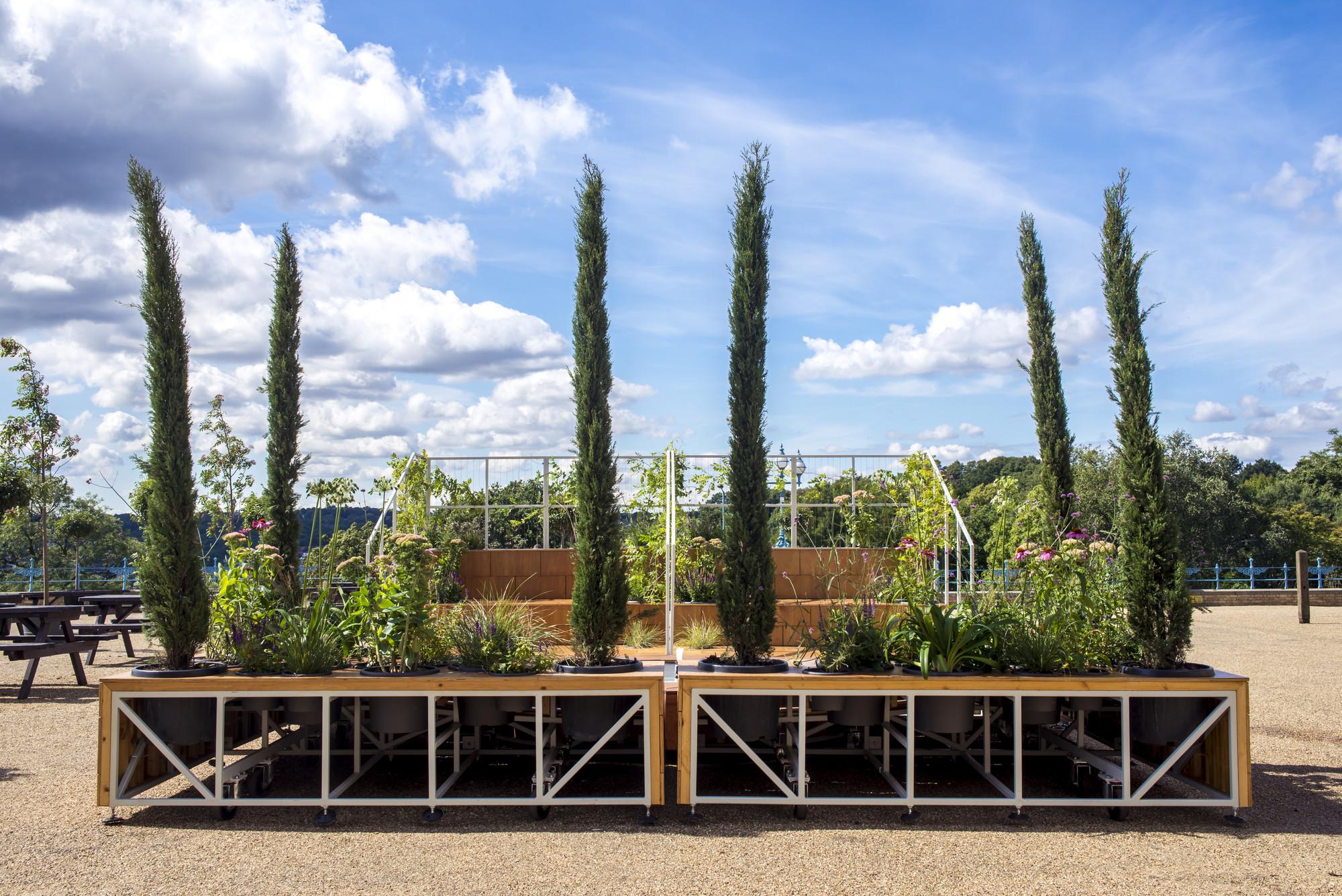A Mobile Italian Garden Overlooking London, © Dosfotos