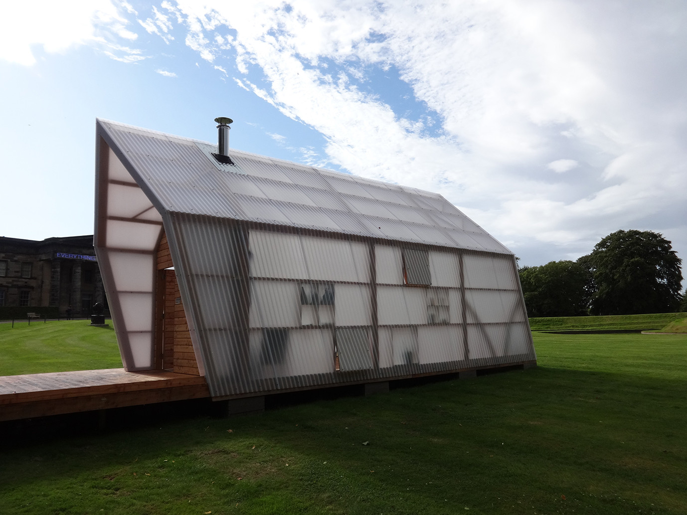 A Shed of One's Own: An Exploration of Architectural Sheds and Writer's Bothies, The Bothy Project - Pig Rock Bothy. Scottish National Gallery of Modern Art, Edinburgh, Scotland. 2014. Image Courtesy of The Building Centre