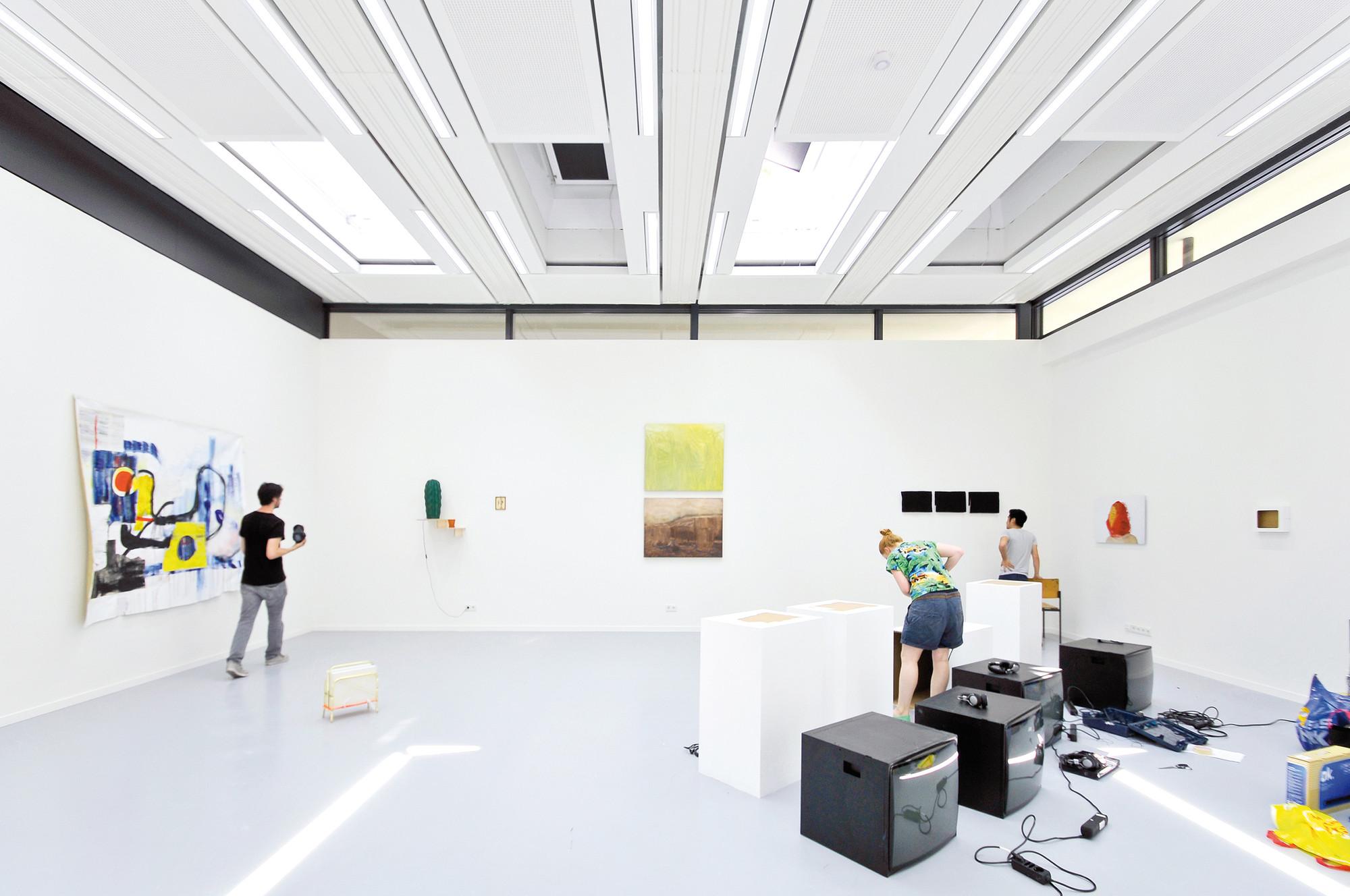 is interior design a fine art school