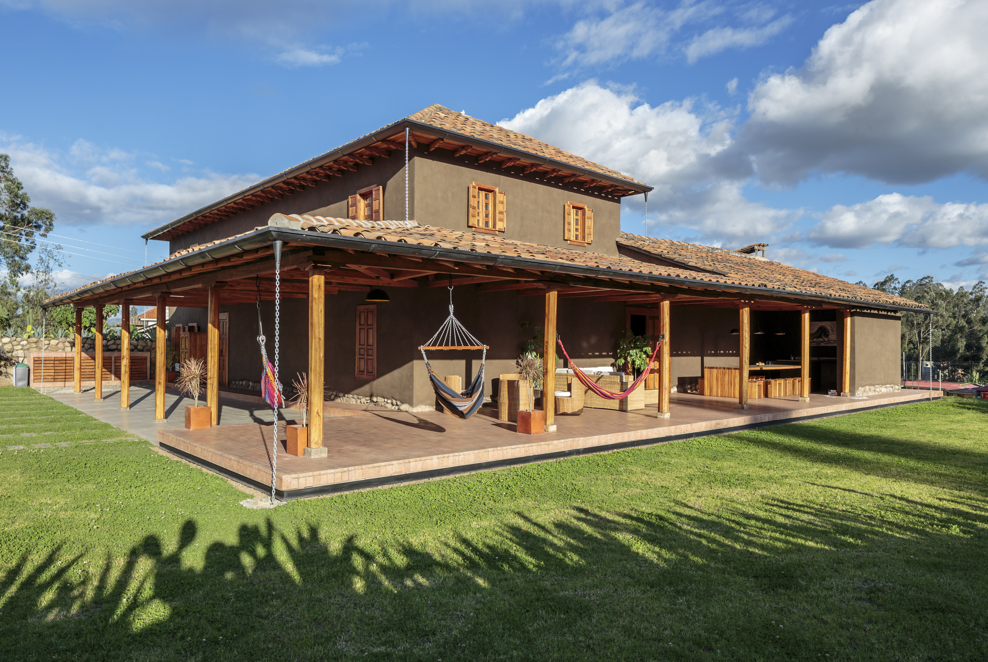 Gallery of loma house iv n andr s quizhpe 9 - Casas de madera balcan house ...