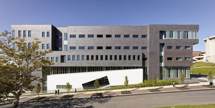 Dineen Hall at Syracuse University College Of Law / Gluckman Mayner Architects, © Ty Cole
