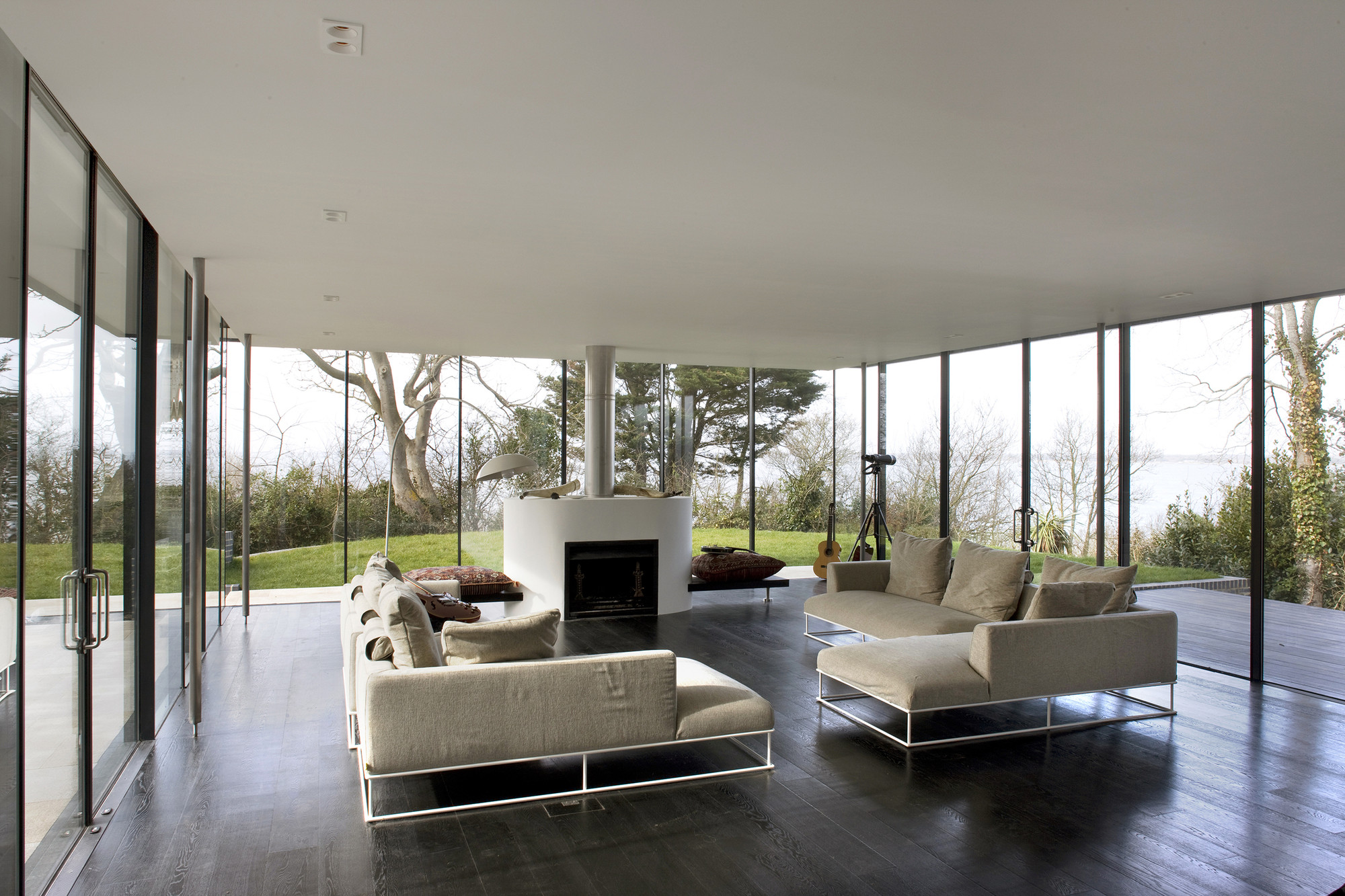 Gallery of sea glass house the manser practice for Interior design 1960s living room