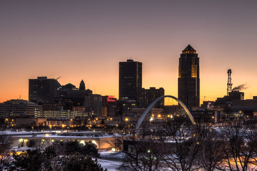 Downtown Des Moines. Image © Flickr CC User Jason Mrachina