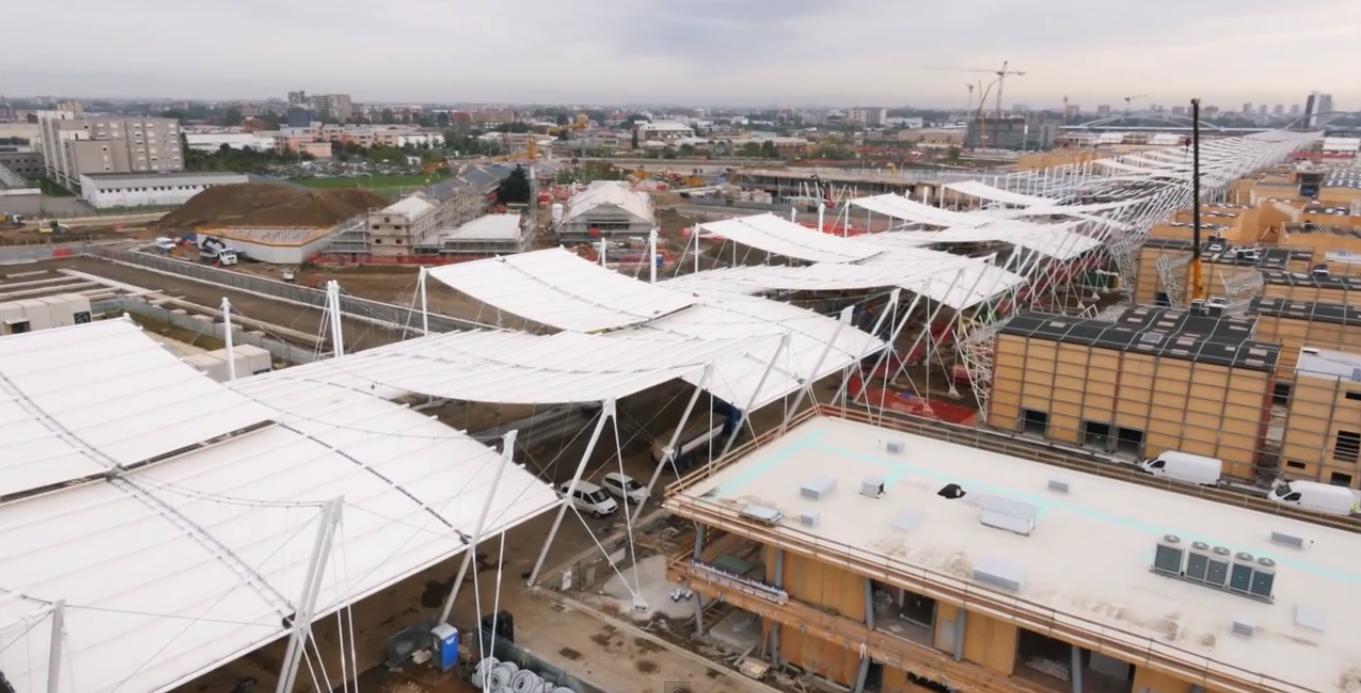 En Construcción: vuela sobre la Expo Milan 2015 con la ayuda de un Drone, Captura del Video