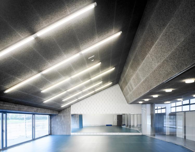 Gimnasio UDC Bajo Gradas / GLF Arquitectos, © Héctor Santos-Díez