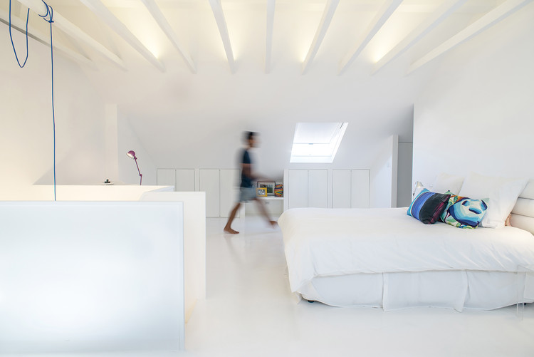White Attic  / Diogo Passarinho + DC.AD, © More is Better
