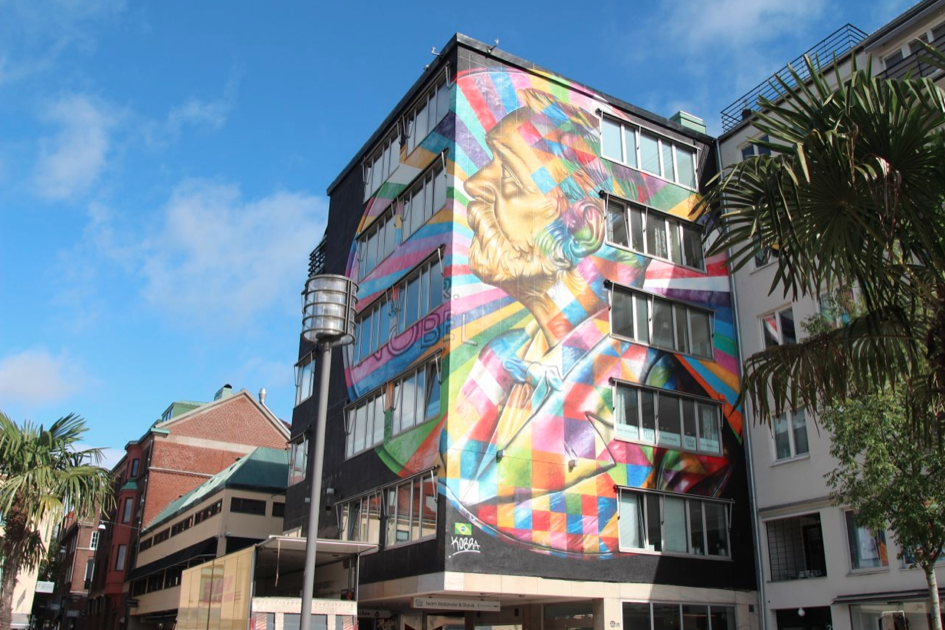 """Quatro cidades escandinavas que estão se tornando referências em arte urbana, """"Alfred Nobel"""" por Eduardo Kobra para No Limit"""