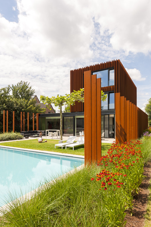 The corten house dmoa architecten archdaily for Architecture design for home in ghaziabad