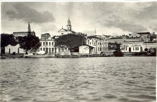 Vista da cidade a partir do Rio Sanhauá. Data: Década de 1930. Fonte: Acervo Instituto Histórico e Geográfico Paraibano