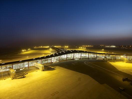 Beijing Airport / Foster + Partners. Image © Foster + Partners