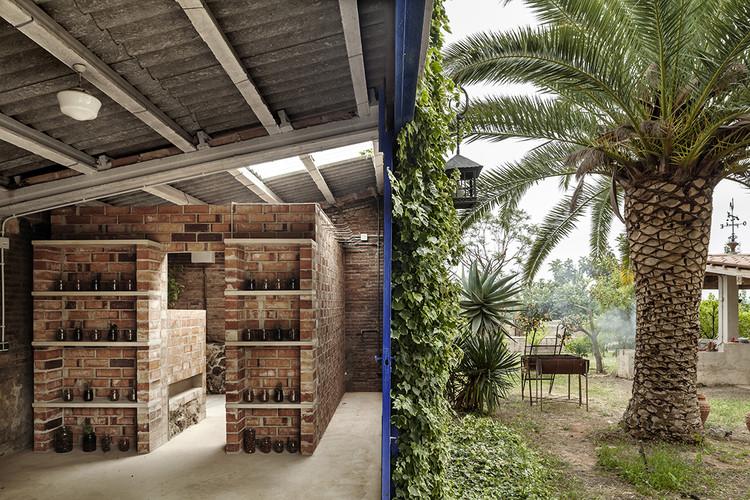 Cubo vestidor para un jardín con balsa / Clara Nubiola, © Adrià Goula