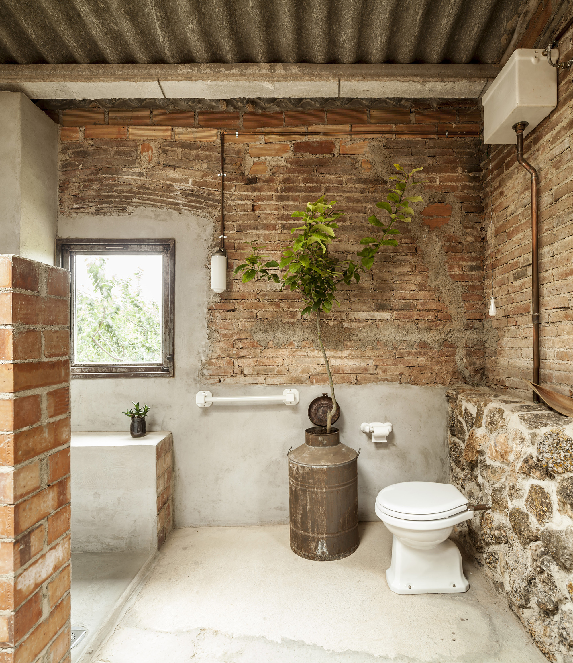 Gallery of Dressing room for a garden with a pond / Clara Nubiola - 8