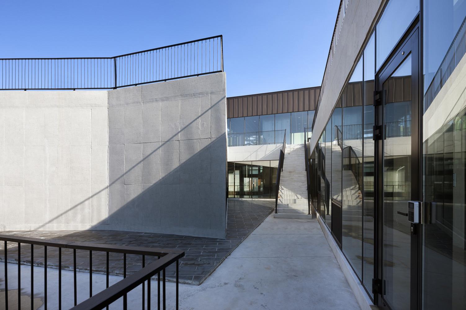 architectural design studio address. Architectural Design Studio of KNU  Park Young Che Gallery ADF Architects 4