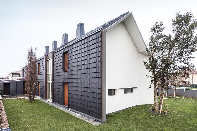Casa suburbana deamicisarchitetti plataforma arquitectura for Piani di casa unifamiliari
