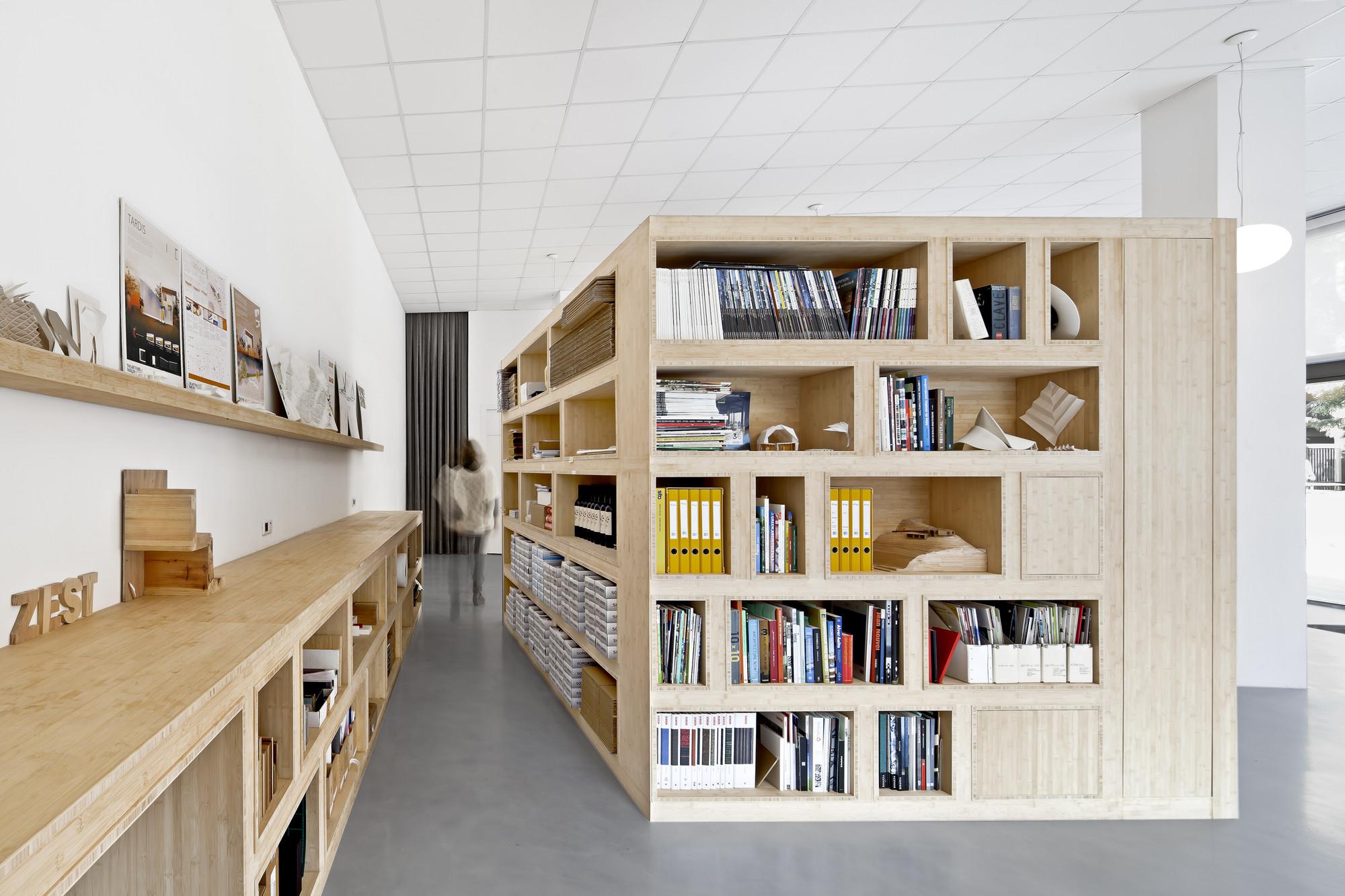 Office Dones del 36 / Zest Architecture, © Adrià Goula