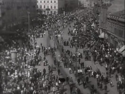 """Duas ou três coisas sobre vídeos e cidades, Imagem capturada do filme """"O Homem com a câmera"""" (1929) de Dziga Vertov"""