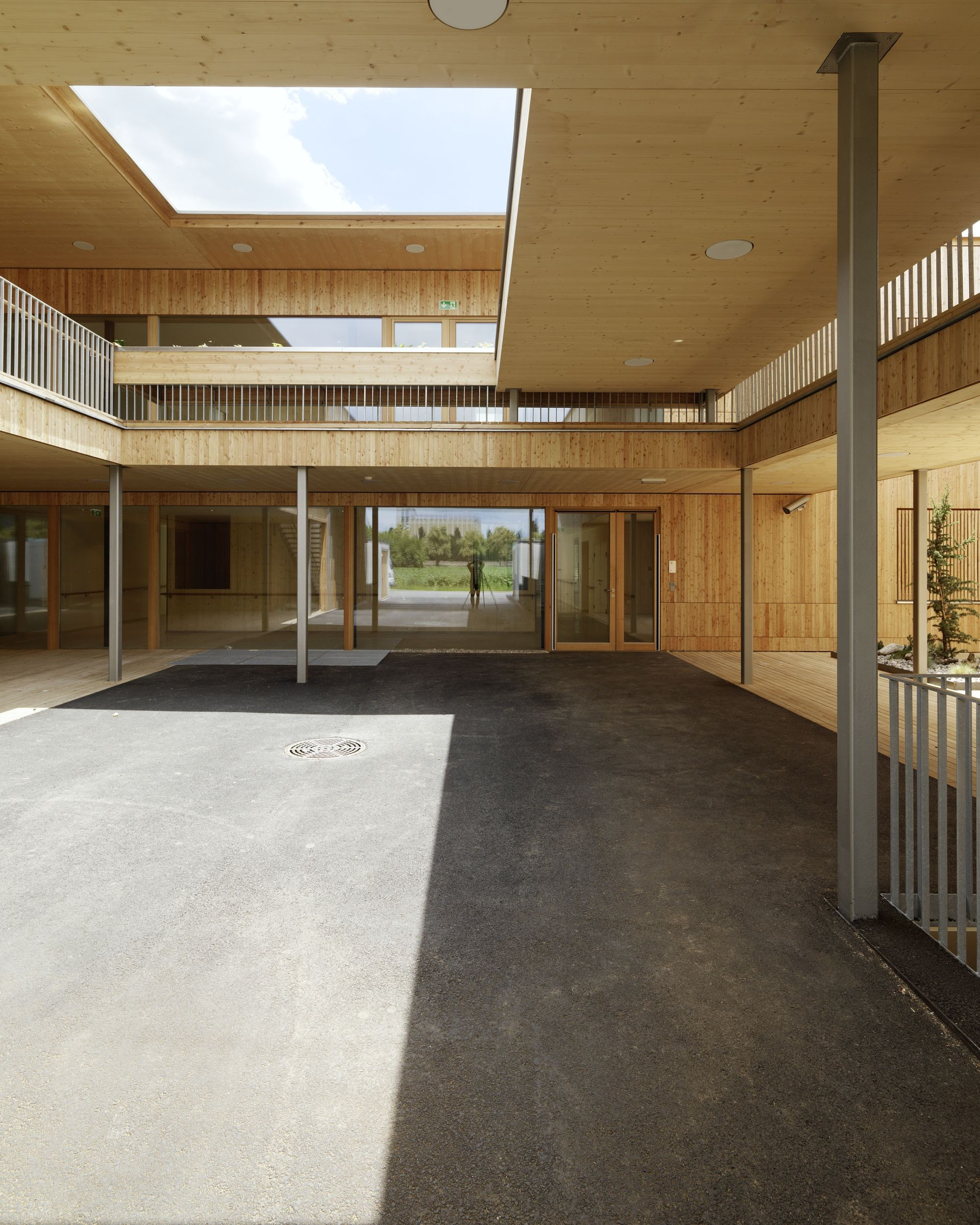 Muito Gallery of Peter Rosegger Nursing Home / Dietger Wissounig  VB03