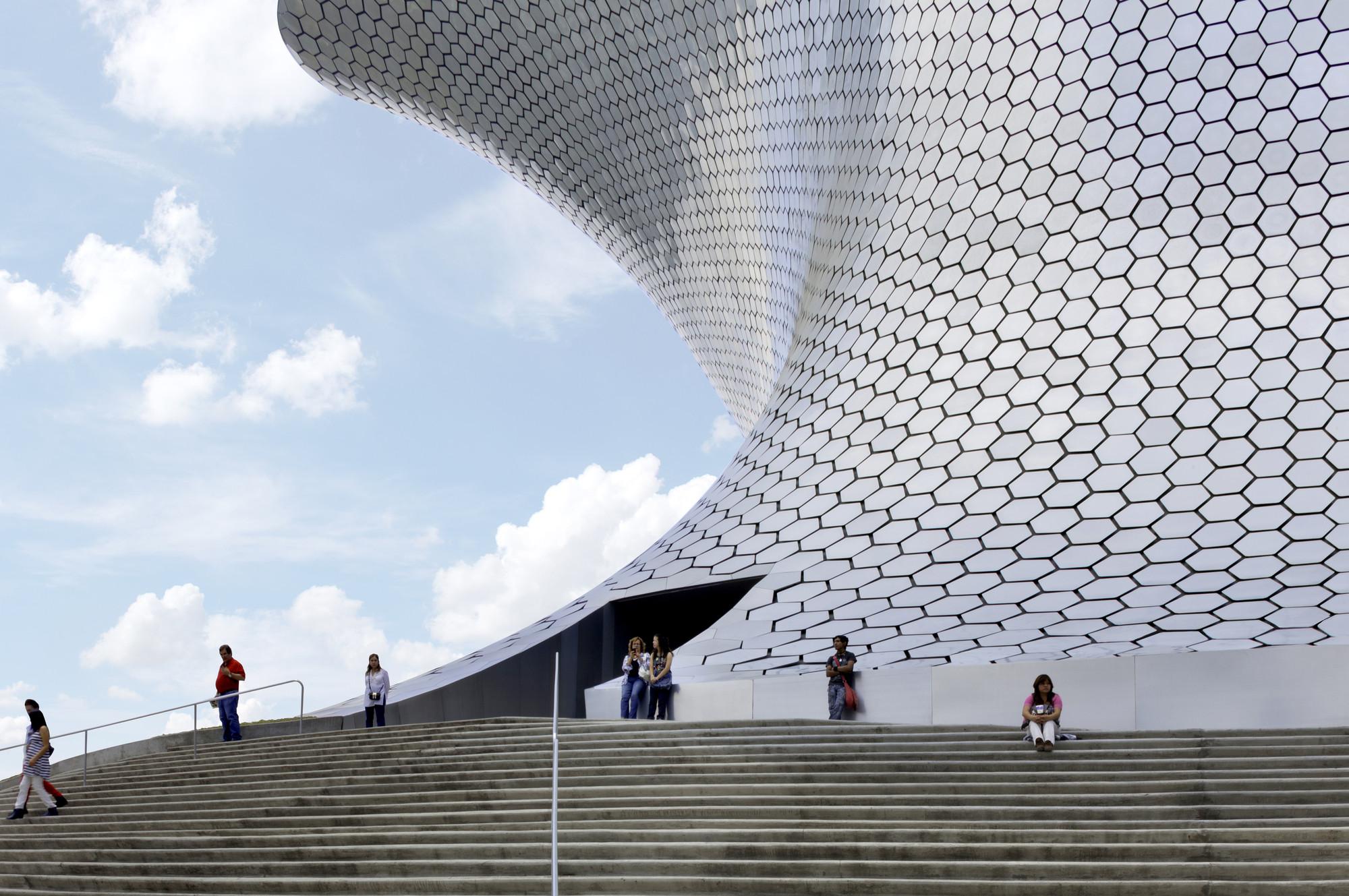 Archivo: Arquitectura Revestida en Patrones Geométricos, © Rafael Gamo