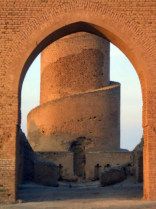 19 Great Monuments Destroyed by War, Great Mosque of Samarra, Iraq . Image © Flickr CC User James Gordon