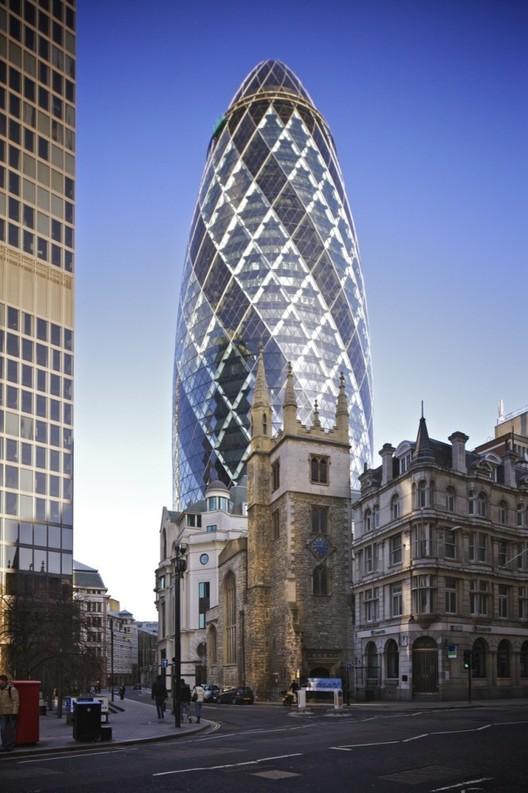 "Grupo Safra compra edifício ""The Gherkin"" em Londres, The Gherkin. Cortesia de <a href='https://creativecommons.org/licenses/by-sa/3.0/'>Wikimedia</a> Commons Aurelien Guichard"