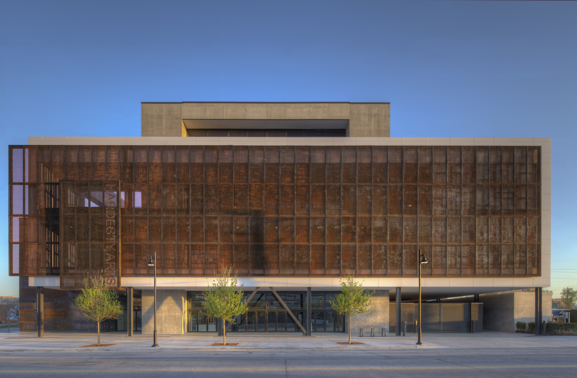 Hardesty Arts Center / Selser Schaefer Architects, © Ralph Cole Photography