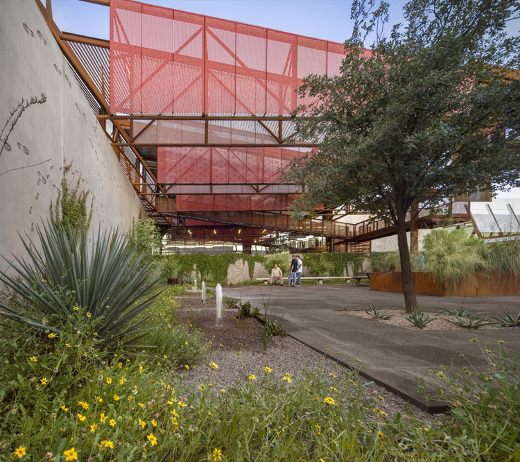 Mariposa Land Port of Entry / Jones Studio, © Bill Timmerman