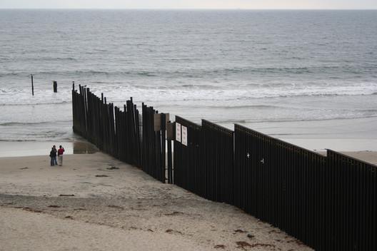 Barrera anti-inmigración en la frontera de Estados Unidos con México. © Dan Cipolla/Flickr/CC.