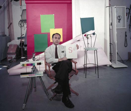 Pedro E. Guerrero em seu estúdio. Imagem © 2014 Pedro E. Guerrero Archives