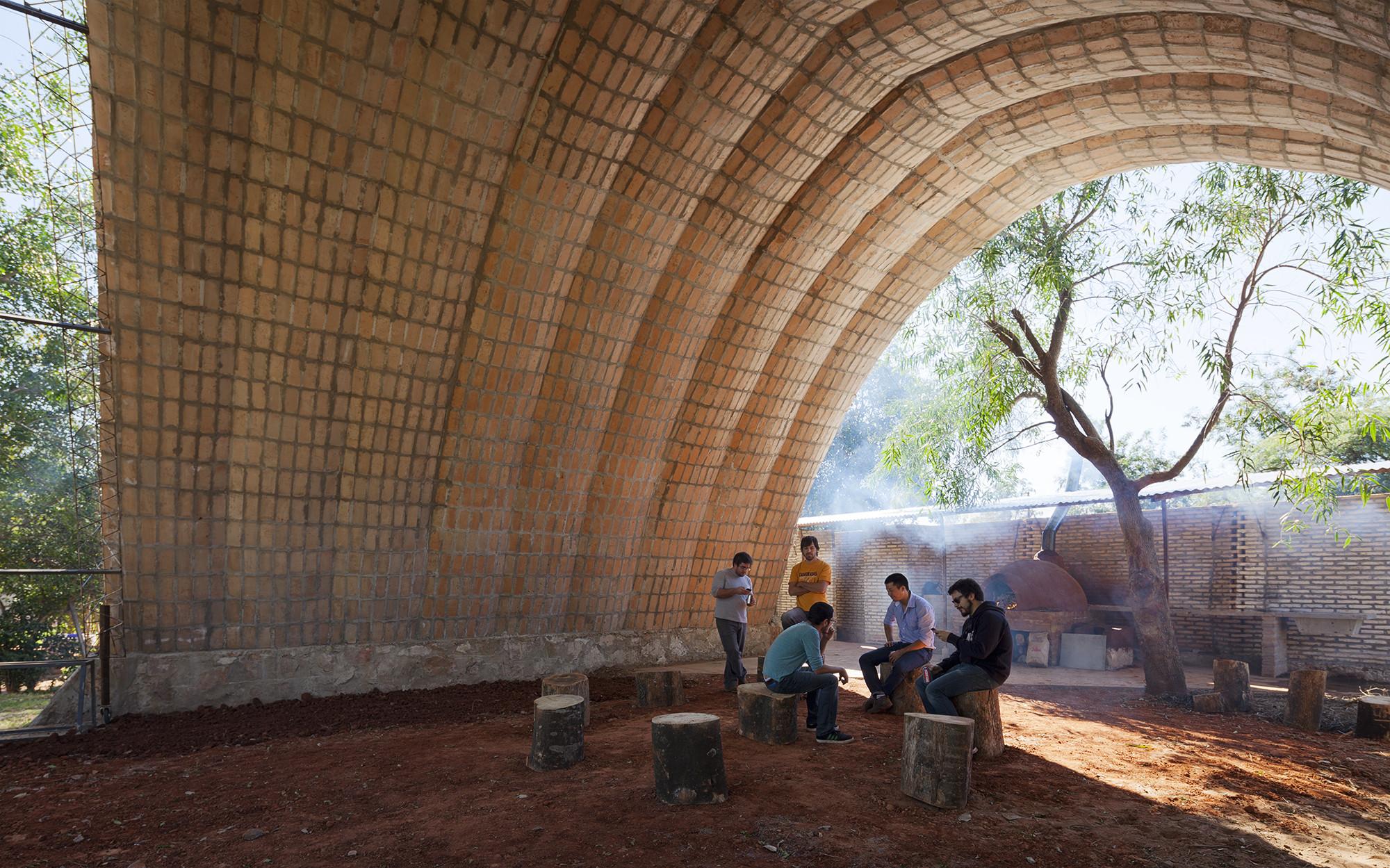 Catenarius: una bóveda experimental de ladrillos de suelo cemento armado, © Federico Cairoli