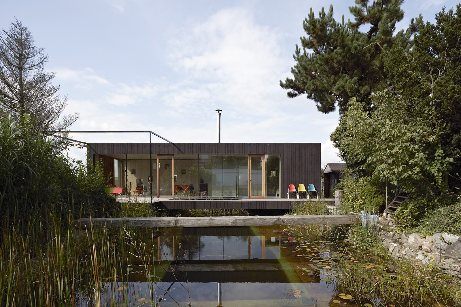 House at the pond hpsa archdaily for Building a small lake