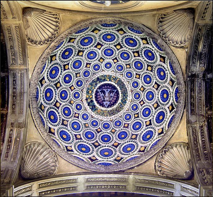 Uma joia da Renascença precisando de restauro, O domo do alpendre (a ser restaurado). Imagem © Ricardo André Frantz