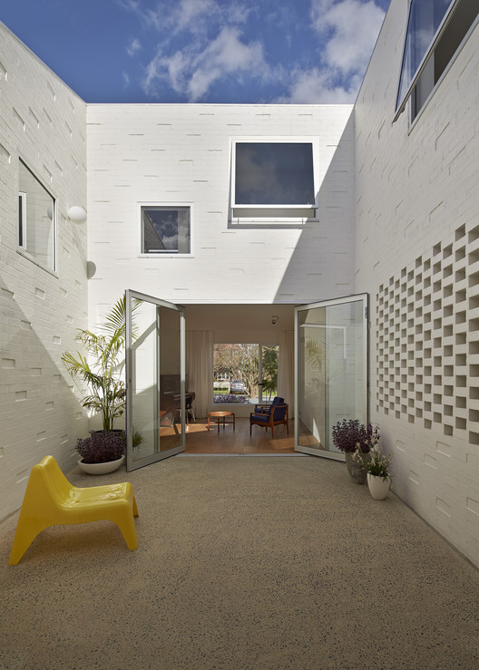 Riverview House  / Bennett and Trimble, © Peter Bennetts