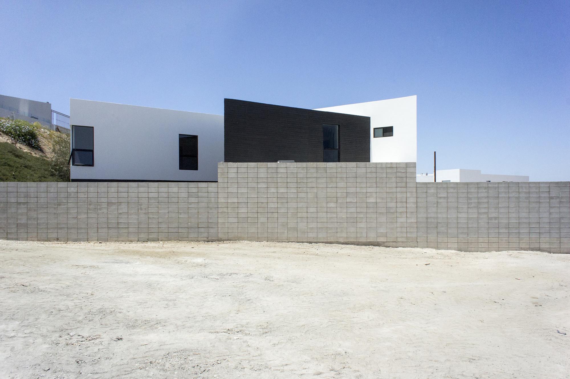 HDJ75 / T38 studio, © Alfredo Zertuche