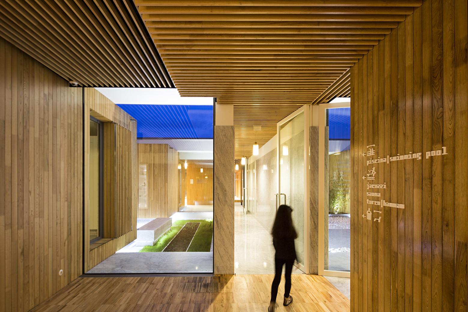 Hotel MINHO Renewal and Expansion / ,i , © Nelson Garrido
