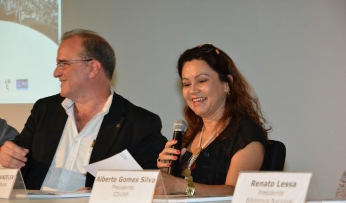 Uma arquiteta à frente do Ministério da Cultura, Ana Cristina Wanzeler na cerimônia de premiação do Concurso Anexo da Biblioteca Nacional. Image Cortesia de IAB