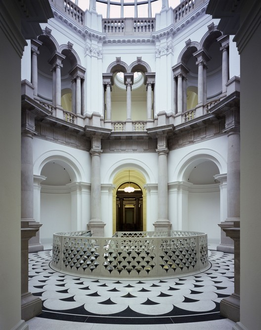 Caruso St. John's Remodelling of the Tate Britain (London, 2014). Image © Helene Binet