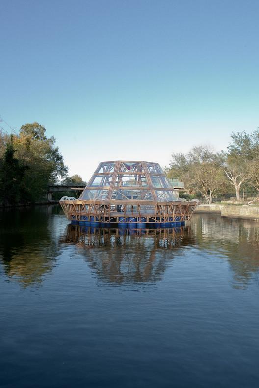 Esta 'barcaza medusa' provee una fuente sustentable de comida y agua, Vista exterior. Imágen © Matteo De Mayda