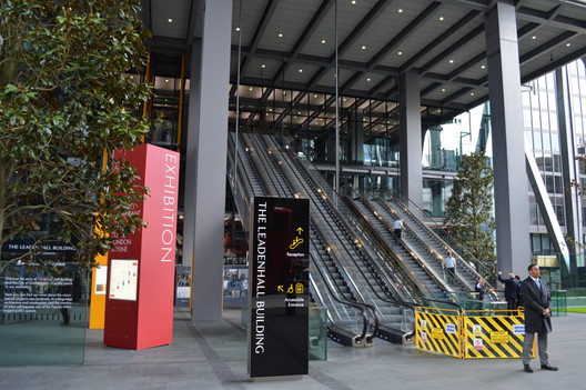 The dramatic entrance to the Richard Rogers-designed Leadenhall Building in London ostensibly invites pedestrians walking on the ground-level public plaza upwards. The building, however, is not so easily accessed. Image © Flickr CC User Matt Brown