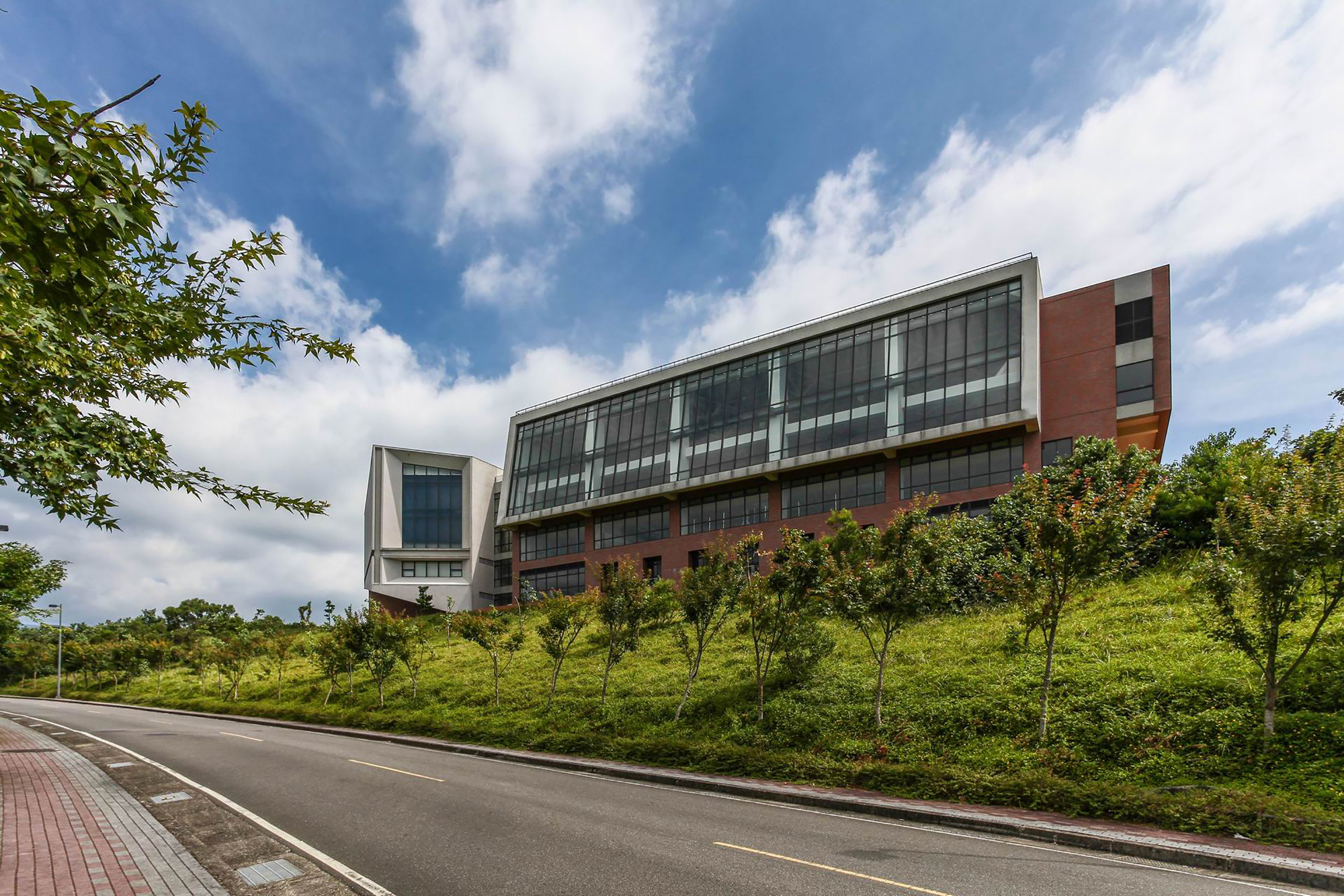 Phase II Building Complex, Mackay Medical College / J. J. Pan and Partners, Courtesy of JJPan