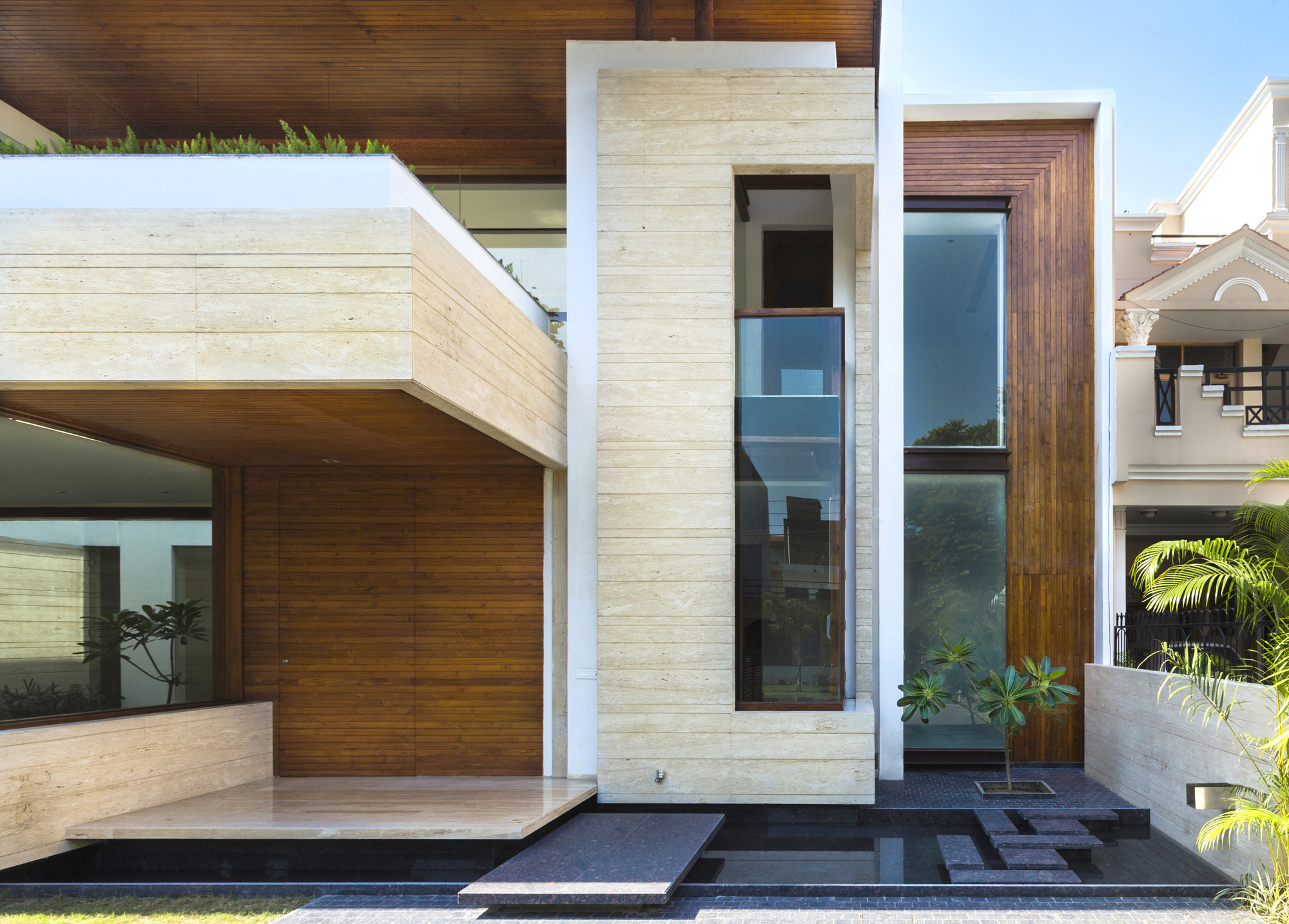 Gallery of House in Mohali / Charged Voids - 16