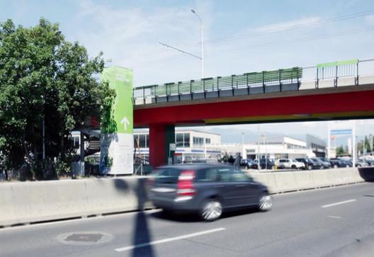 """Intervenção urbana em uma rodovia na Suíça absorve CO2 para produzir algas, """"Cultura Urbana"""" em Genebra por Cloud Collective. Image Cortesia de Cloud Collective.org"""