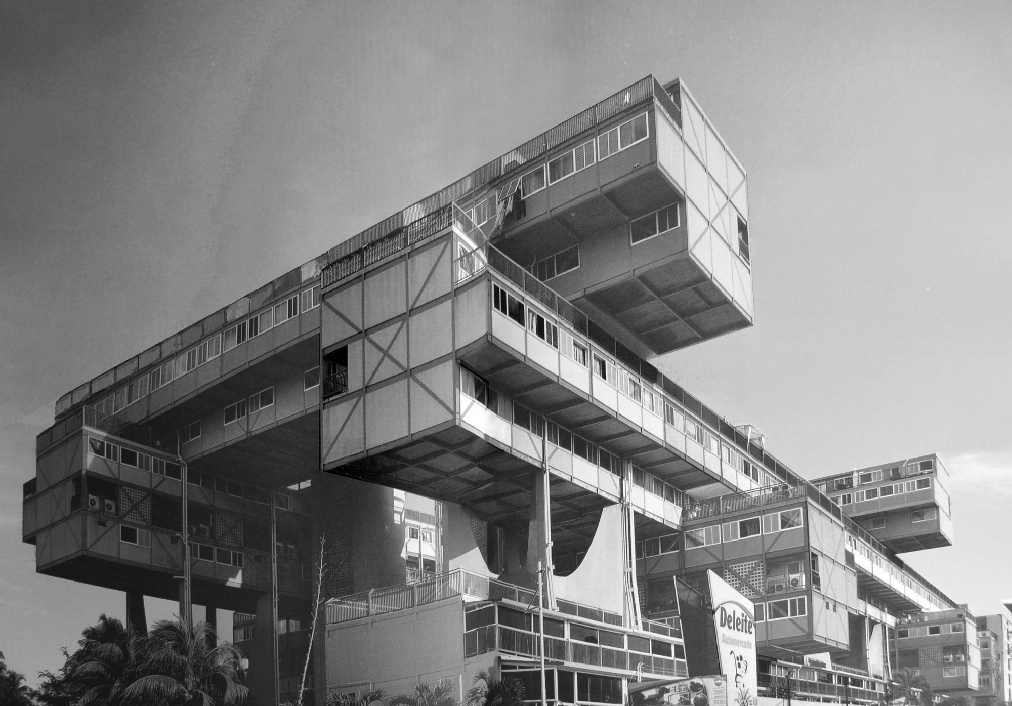 Clásicos de Arquitectura: Árbol para Vivir / Fruto Vivas ...